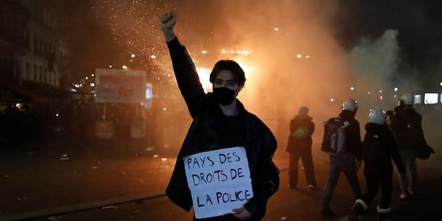 Все ненавидят полицию!